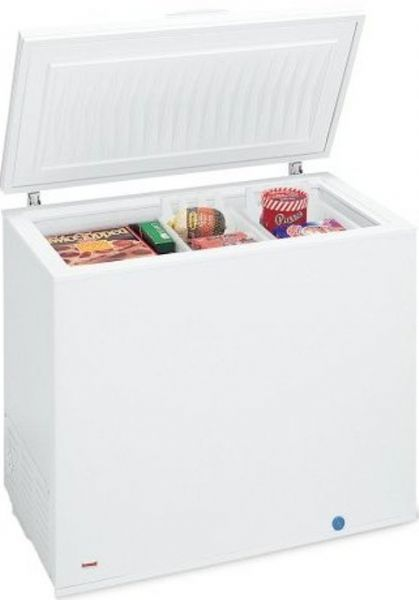 Frigidaire FFC0723DW Manual Defrost Chest Freezer 7.2 cu. ft. , 2 Basket, Adjustable Temperature Control, Power On Light- White, Manual Defrost with Defrost Drain; UL Commercial Rating (FFC0723DW  FFC0723  FFC0723D)